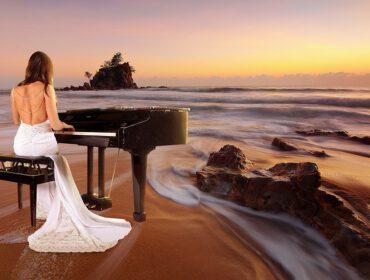 stuk spelen op de piano